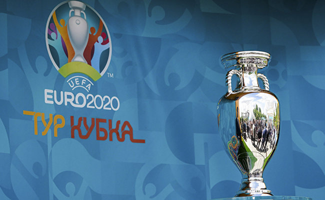 St. Petersburg and Moscow residents saw the UEFA EURO 2020 Trophy